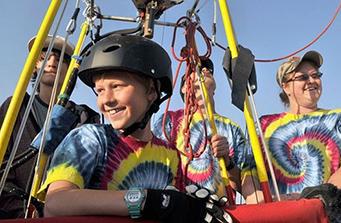 美国9岁男孩破纪录 成为世界最年轻单人飞行者