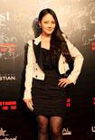 青年演员樊蕊出席彩妆秀 黑丝打底性感闪耀
