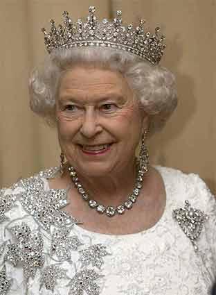 白金汉宫特展两百年来皇室珠宝