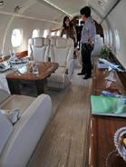 成龙2亿私人飞机内景