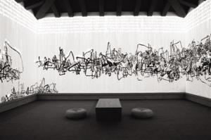 艺术家潘公凯的作品正在今日美术馆展览,这件《雪融残荷》将传统水墨画和多媒体技术结合,业内认为这种创新的当代水墨作品才可能在国外受关注。