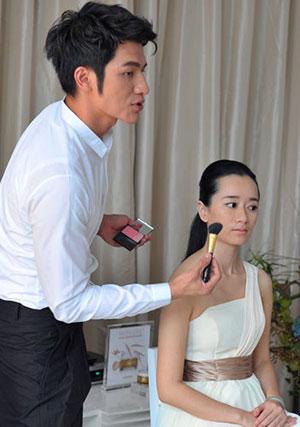 知名造型师小凯使用Sisley植物彩妆为模特上妆