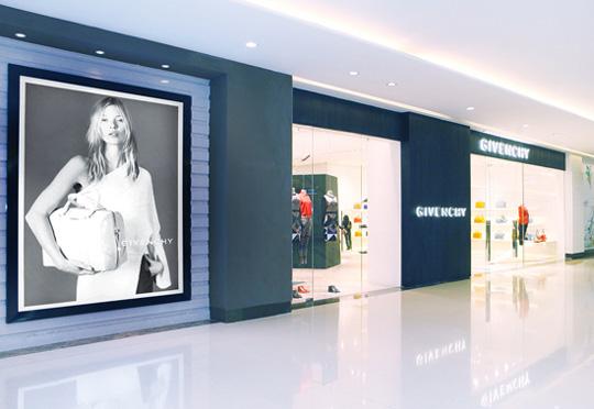 纪梵希天津银河国际购物中心专卖店盛装开幕