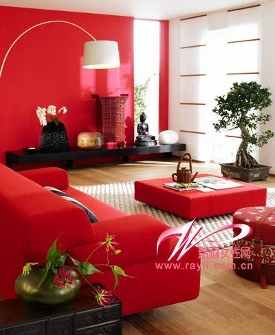 红色沙发和灯饰打造惊艳待客区