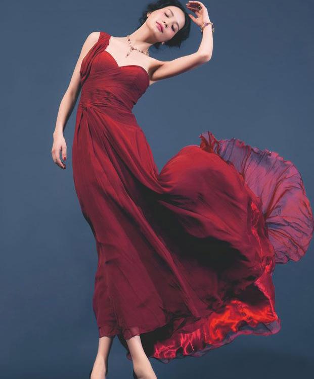 即深红色,绛色,比赤更加沉稳厚重的色调