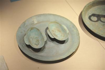 耳杯最早广泛用于战国时代 似由青铜礼器演变